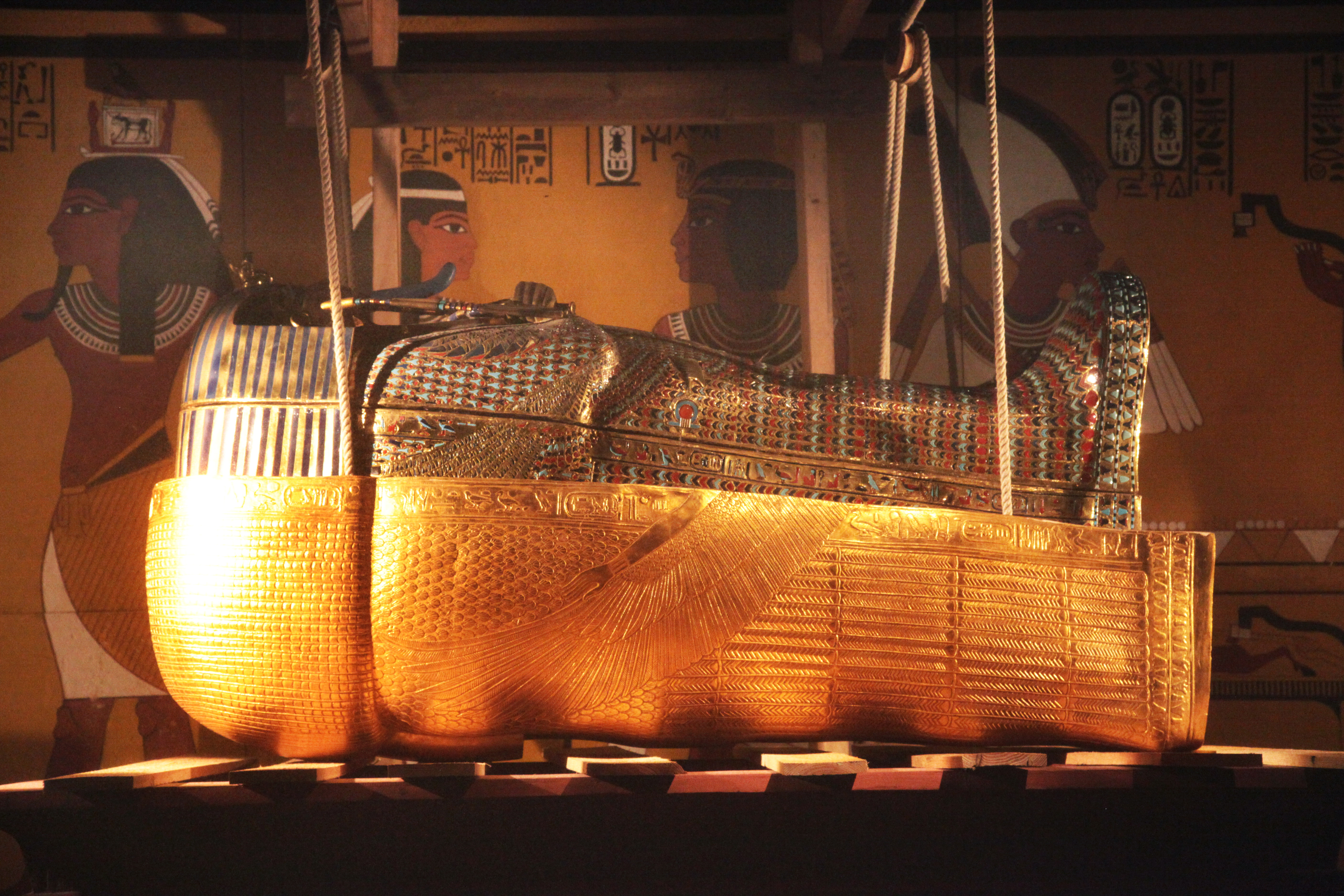 king-tut-golden-mummy-cases-02