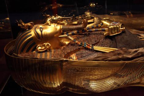 king-tut-golden-mummy-cases-04 (1).jpg