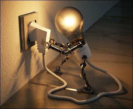 Microrrobot enchufándose a la red eléctrica en www.javinavas.es
