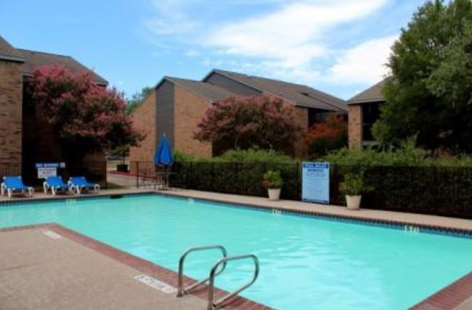 sundance apartments pool
