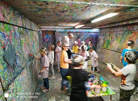 Primus-Schüler machen Action-Painting