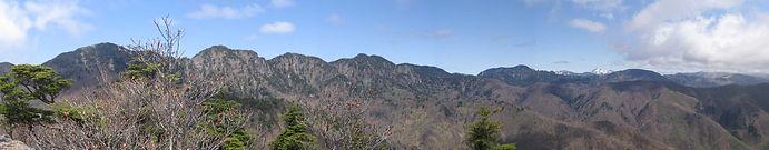 小丸山から袈裟丸山_日光白根パノラマ.jpg