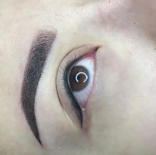 Combo lash line + thin eyeliner (added shadow/stardust )