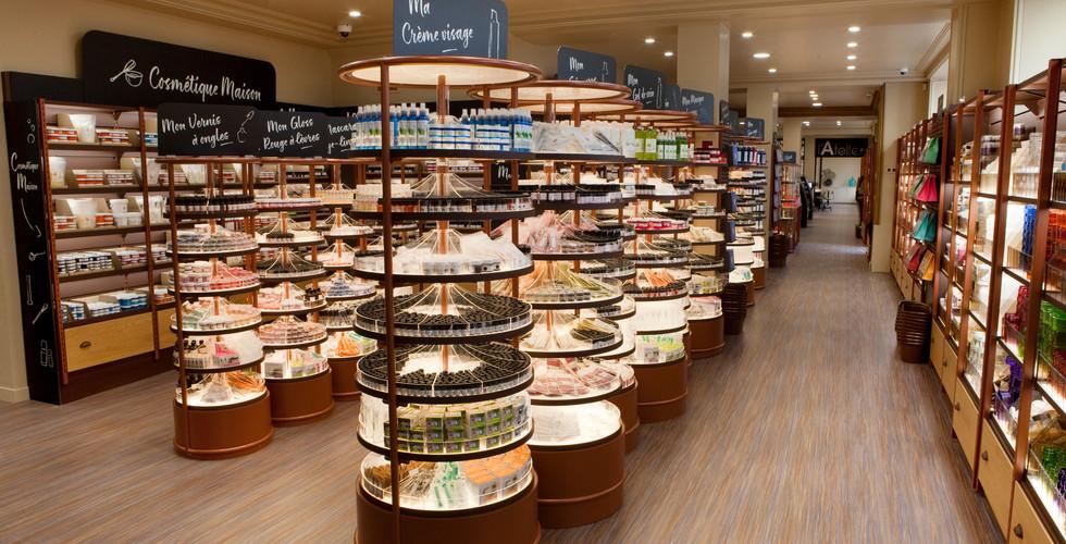 Mobilier à plateaux rotatifs en cylindre sur mesure magasin cosmetiques bio AROMA ZONE PARIS