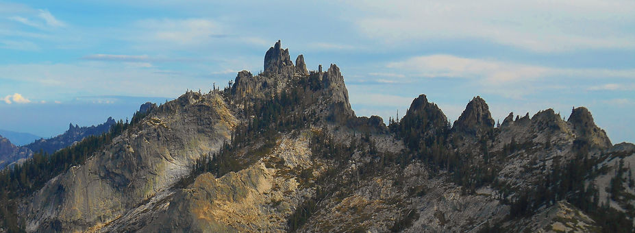 The Siskiyou Peaks Trail crags to shasta