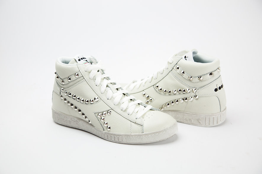 GAME WHITE STUDS HIG
