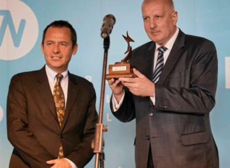 La ville de Wroclaw reçoit le trophée de la Capitale mondiale du livre / Wroclaw city receives the t