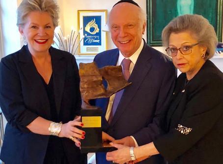 """Le Rabbin américain Schneier reçoit le trophée """"Cri pour la Liberté"""" / The American Rabbi"""