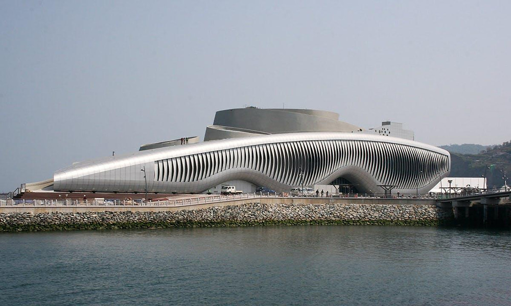 Fonte:https://archinect.com/news/article/47984183/one-ocean-soma-s-thematic-pavilion-for-the-2012-expo-opens-in-yeosu-korea