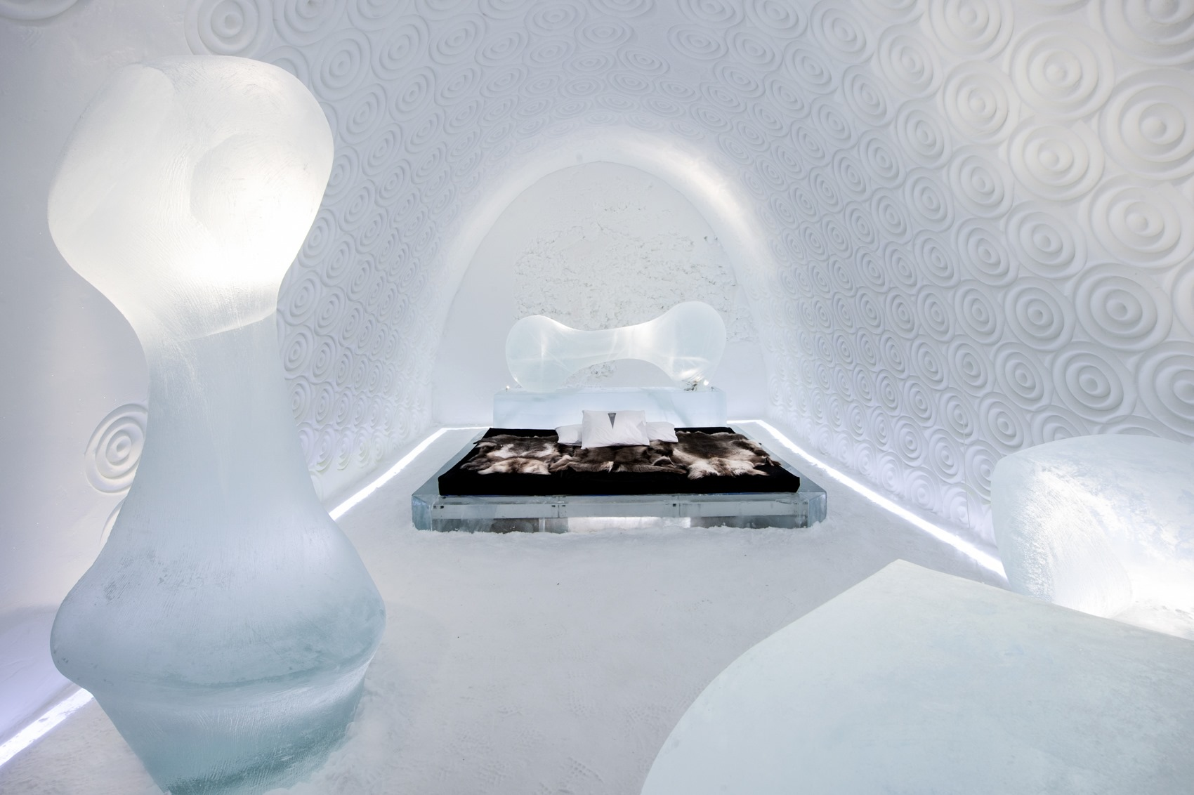 """ICEHOTEL 2020 """"The Bone Suit"""""""