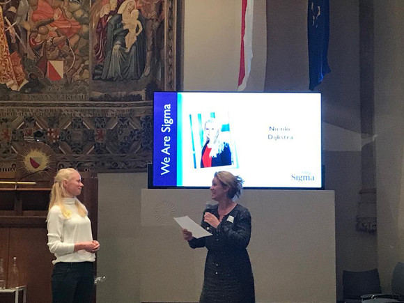 Nienke Dijkstra wins the Promising Nurse Award!