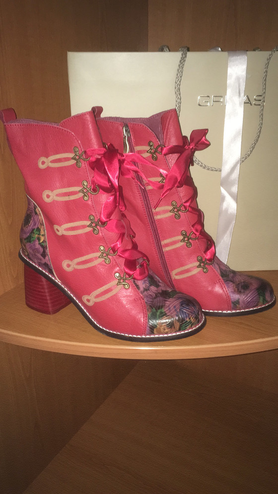 An appreciation of 'appreciative encouragers'. And a pair of fabulous boots!