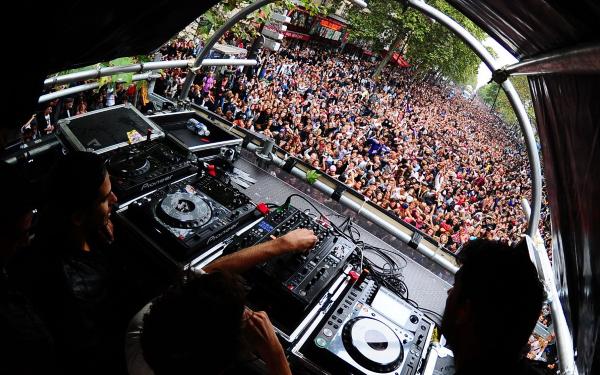 Verão em Paris! Quais os melhores Clubs/Festas/Festivais!