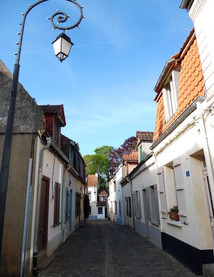 Montreuil-sur-Mer-La-Rue-du-Clape-en-Haut