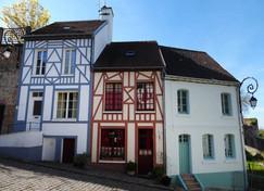 Montreuil-sur-Mer-la-Cavee-St-Firmin