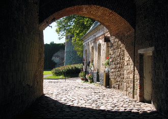 Montreuil-sur-Mer-L-Entree-de-la-Citadelle