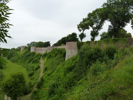 Montreuil-sur-Mer-Les-Remparts