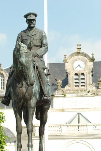 Montreuil-sur-Mer-La-statue-de-Douglas-Haig