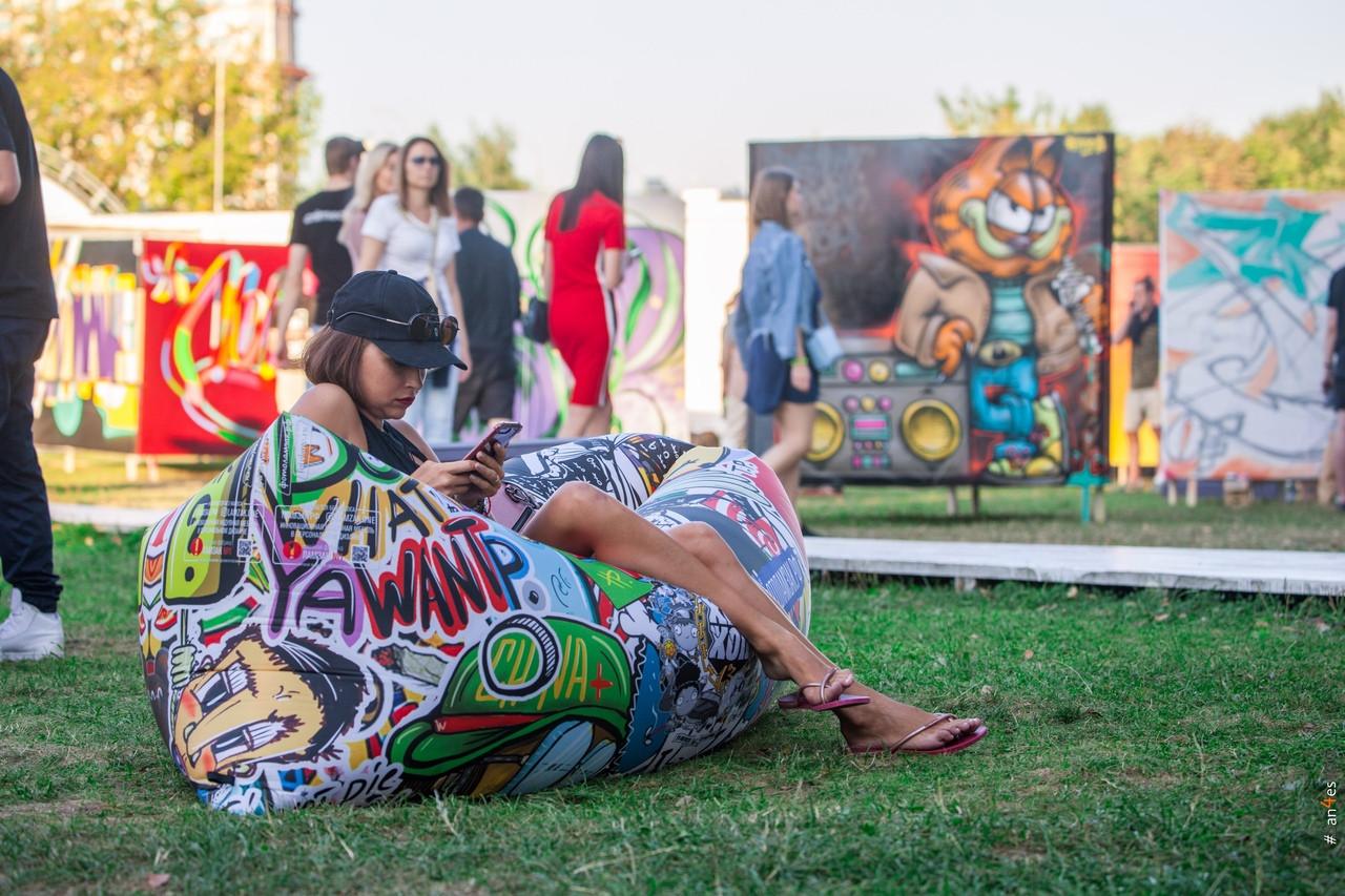 Выставка стрит-арт художников
