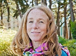 Claire Le Bris, infirmière de formation, certifiée naturopathe à l'Isupnat, Paris, et à la fena, membre de l'Omnès, hygiénisme et naturopathie Dominique Detournay