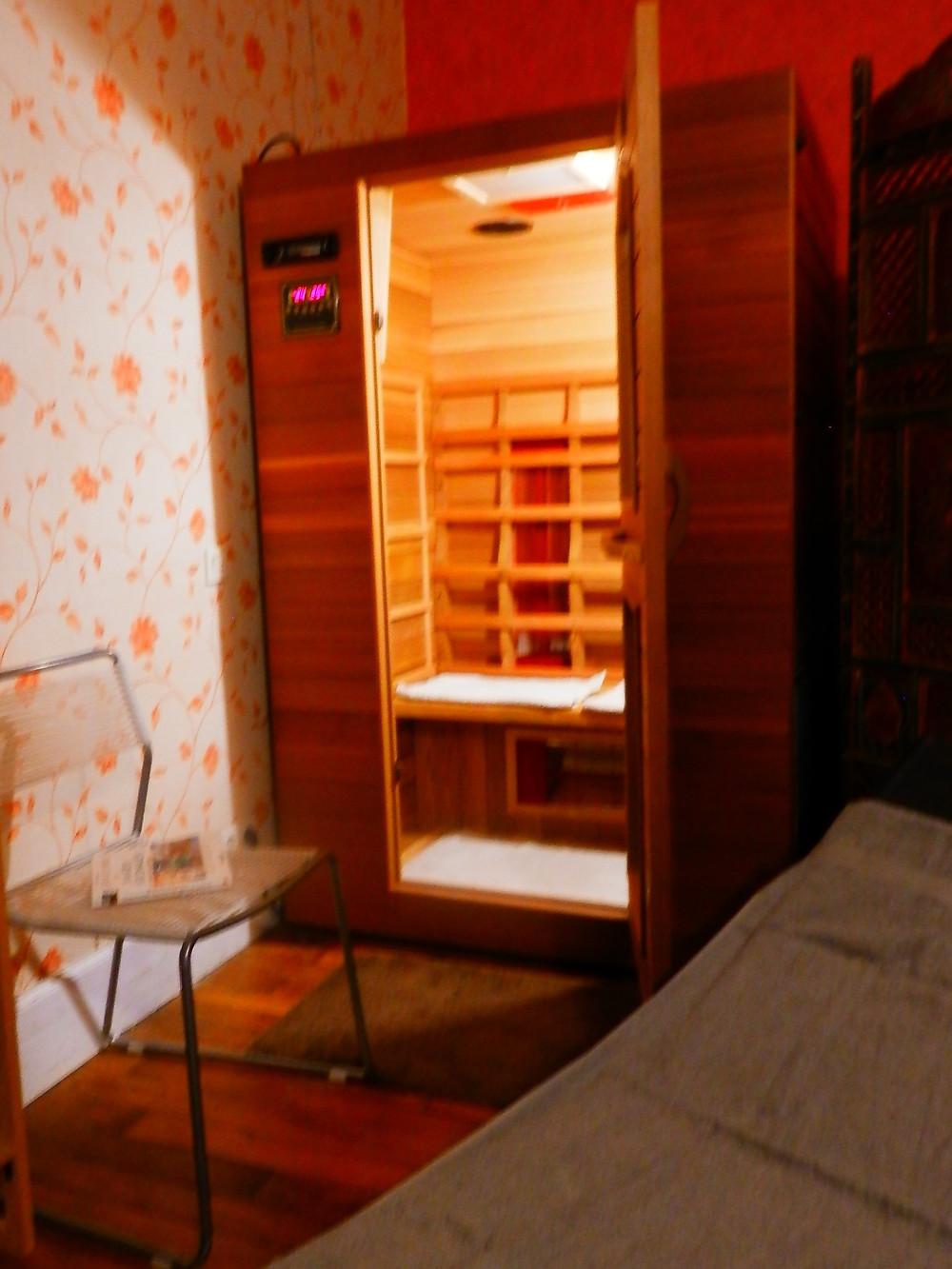 Séance sauna infrarouge chez Claire Le Bris Naturopathe