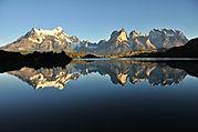 Torres_del_Paine_desde_Lago_Grey.jpg