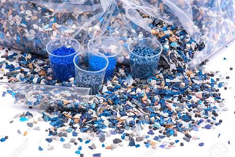77729958-バージン材とリサイクル業界の粉砕プラスチック製品の研削・
