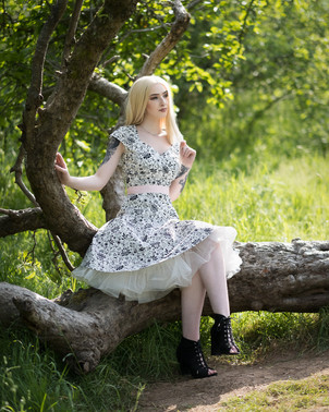 Glamour & Portrait Photography with sammie on an old tree stump