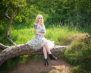 Glamour & Portrait Photography with Sammie taken on location. I am a Devon Photographer shooting on location and in my Devon Portrait & Glamour Photography Studio in Newton Abbot. I also cover the Exeter, Plymouth, Torquay and Torbay areas.