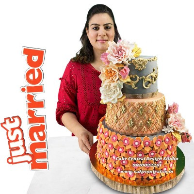 Order Best Wedding Cakes in Delhi