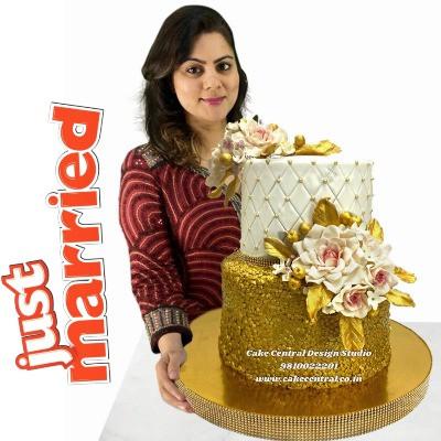Order Luxurious Wedding Cake in Delhi Online