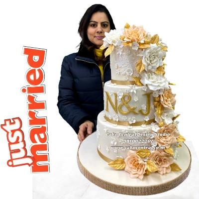 White Wedding Cake in Delhi Online