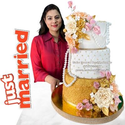 White & Golden Wedding Cake in Delhi Online