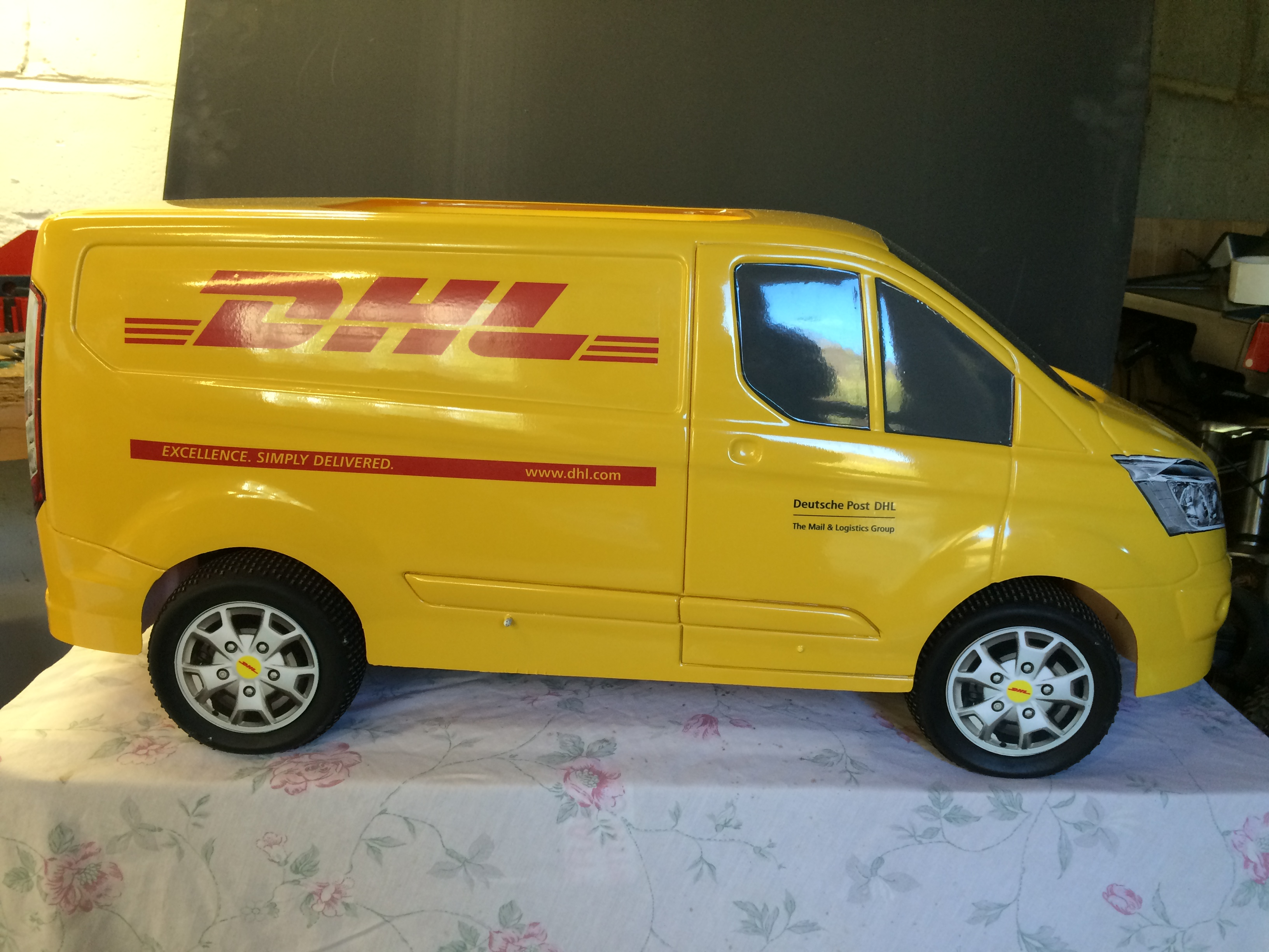 DHL-fith-scale-model