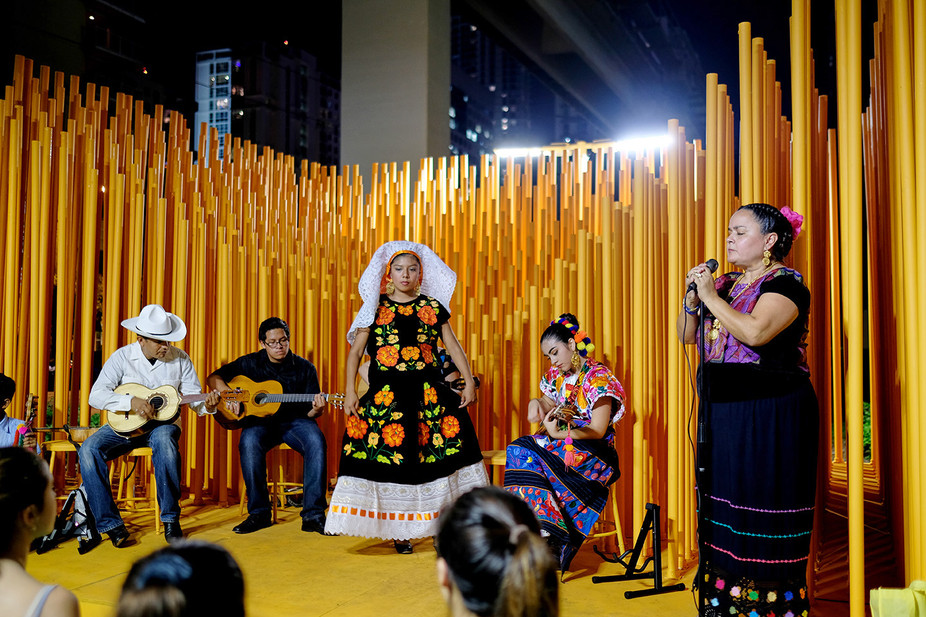 17-36 BRICKELL STAGE mexican performance