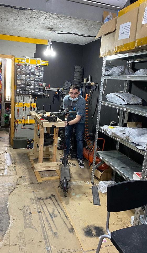 מעבדת תיקונים אופניים חשמליים