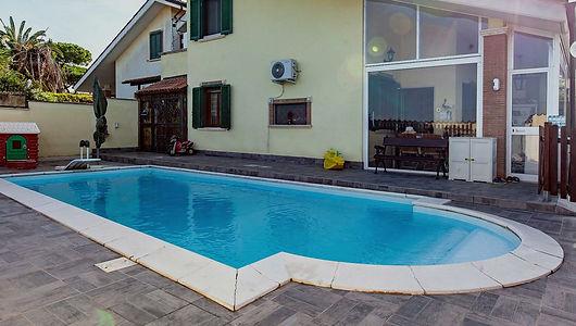Villa con piscina Via Tanaro 42b