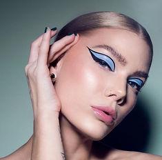 Graphic-Eyeliner-2-1.jpg