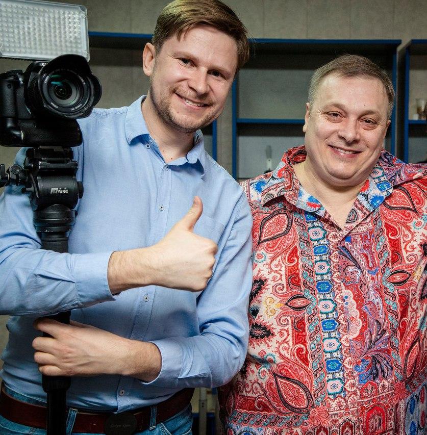 С Андреем Разиным.
