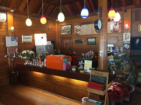 21 ฝั่งร้านกาแฟและขนมหวาน