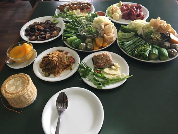 13 อาหารเต็มโต๊ะ