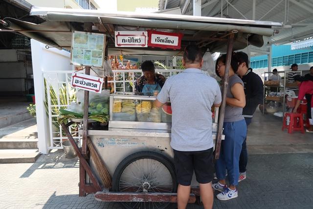 17 ร้านเจ๊กเลี้ยง ร้านรถเข็นขายผลไม้