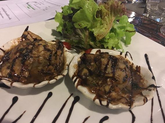 02 หอยเชลล์อบกับซอสเห็ดพอร์ชินี