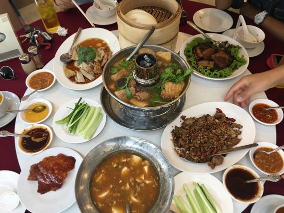 22 อาหารเต็มโต๊ะ