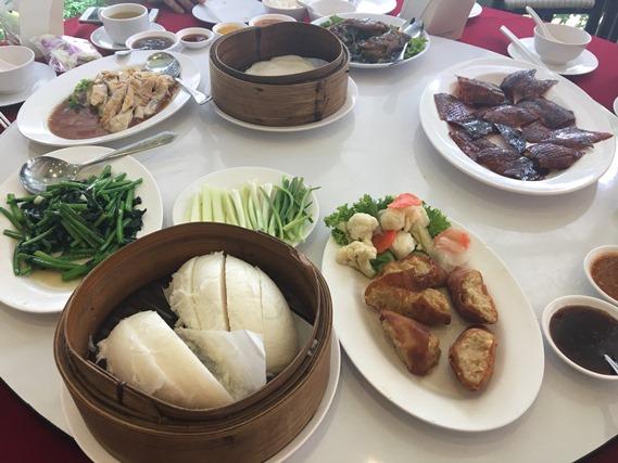 23 อาหารเต็มโต๊ะ