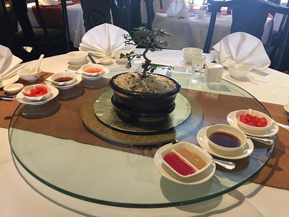 16 โต๊ะอาหาร