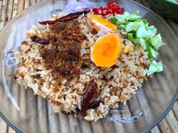 14 ข้าวผัดปลาดูครูหลอดสมุนไพรไข่เค็มใบเต