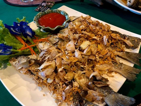 01 ปลากระบอกทอดกระเทียม