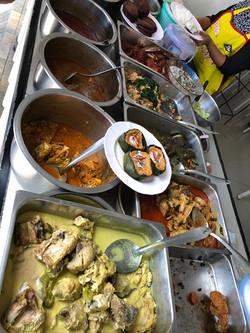 08 อาหารที่ร้านข้าวแกงกูเซาะ