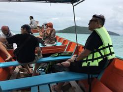 22 นั่งเรือออกไปจับปลา